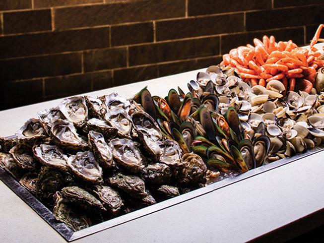 九龍東皇冠假日酒店自助午餐一日遊行程